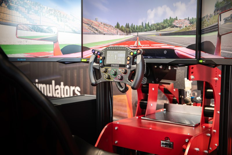 8 Top Tips for Investing in a Driving Simulator